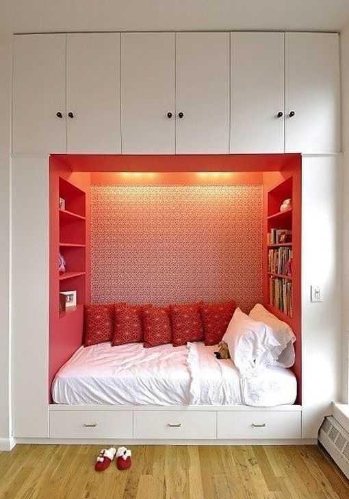 łóżko w szafach