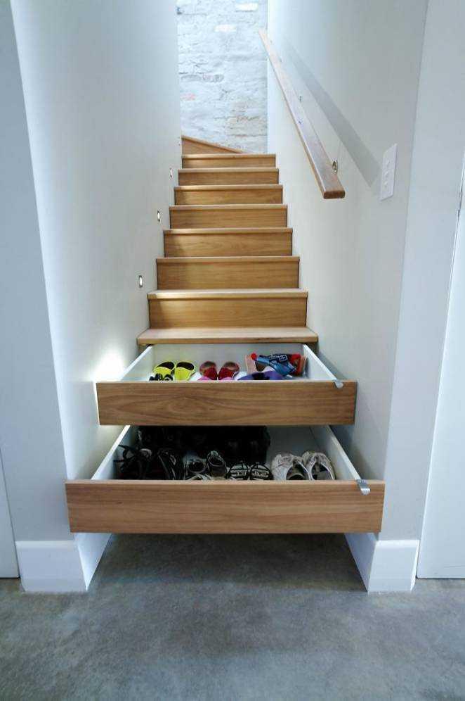schody z szufladami